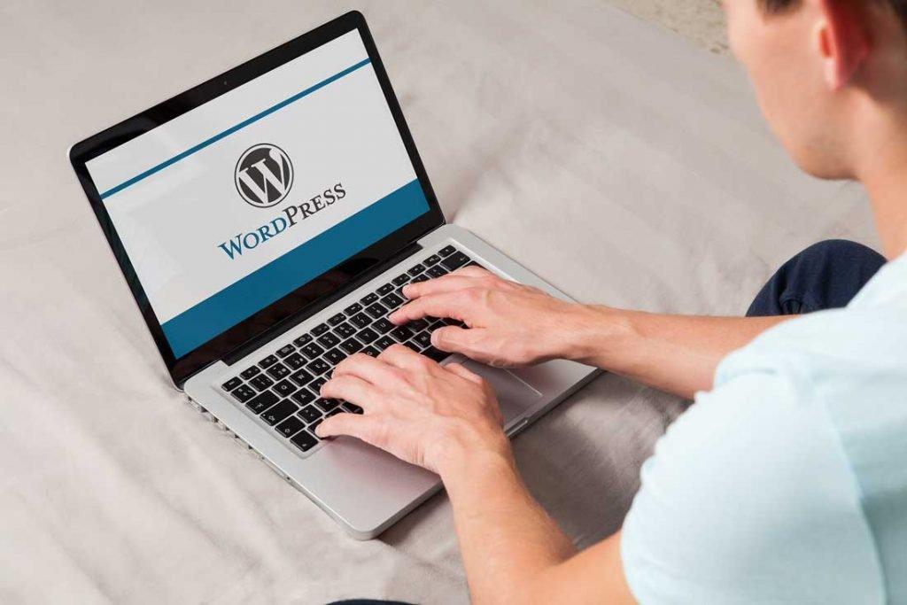 לוגו של וורדפרס בתצוגת מחשב