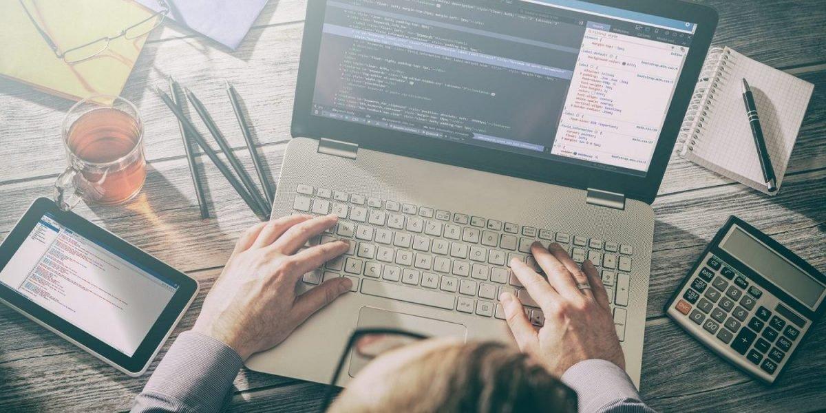 תמונה של כתיבת קוד של אתר אינטרנט